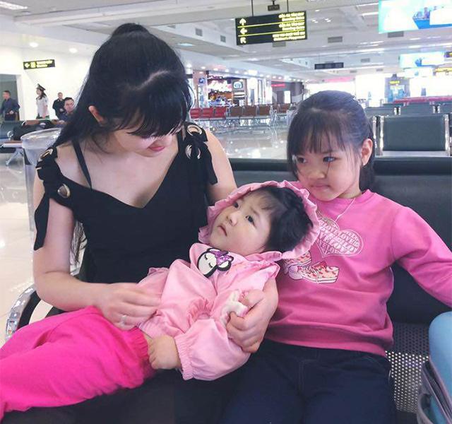 Hình ảnh mới nhất về mẹ nuôi bé gái suy dinh dưỡng ở Lào Cai: Bầu 7 tháng nhưng được khen đẹp như thiên thần-3