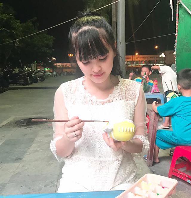 Hình ảnh mới nhất về mẹ nuôi bé gái suy dinh dưỡng ở Lào Cai: Bầu 7 tháng nhưng được khen đẹp như thiên thần-7