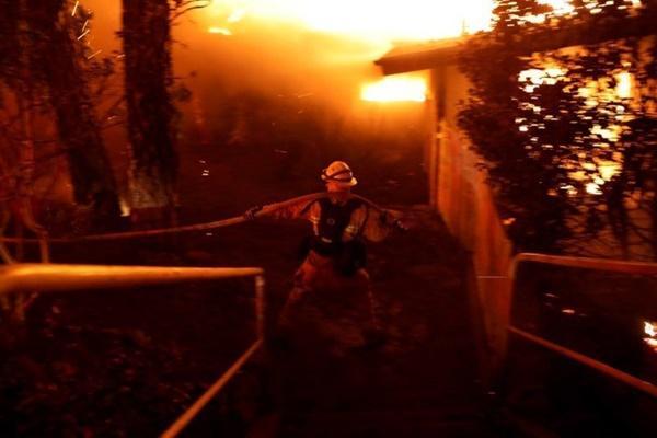 Cháy rừng dữ dội ở Mỹ, 25 người thiệt mạng-4
