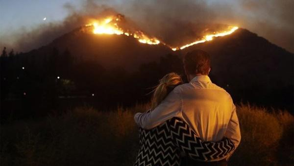 Cháy rừng dữ dội ở Mỹ, 25 người thiệt mạng-5