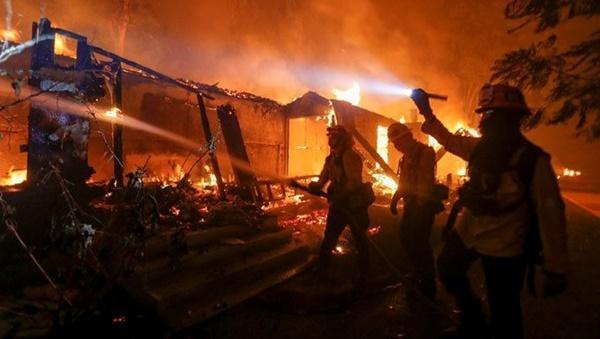 Cháy rừng dữ dội ở Mỹ, 25 người thiệt mạng-8
