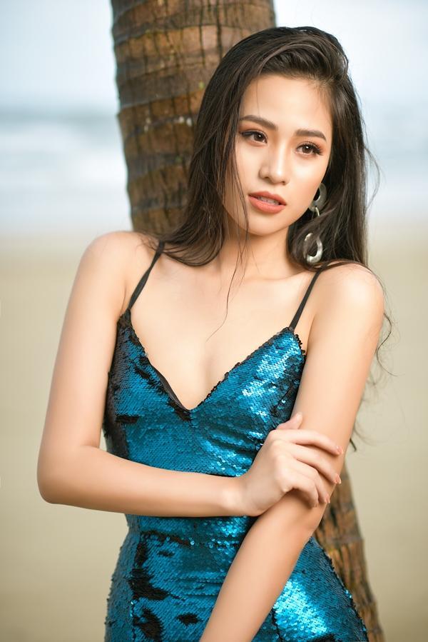 Cô gái sinh năm 2000 có body nóng bỏng và mặc bikini đẹp hơn cả Hoa hậu Trần Tiểu Vy-5