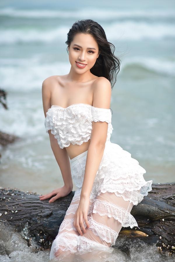 Cô gái sinh năm 2000 có body nóng bỏng và mặc bikini đẹp hơn cả Hoa hậu Trần Tiểu Vy-7