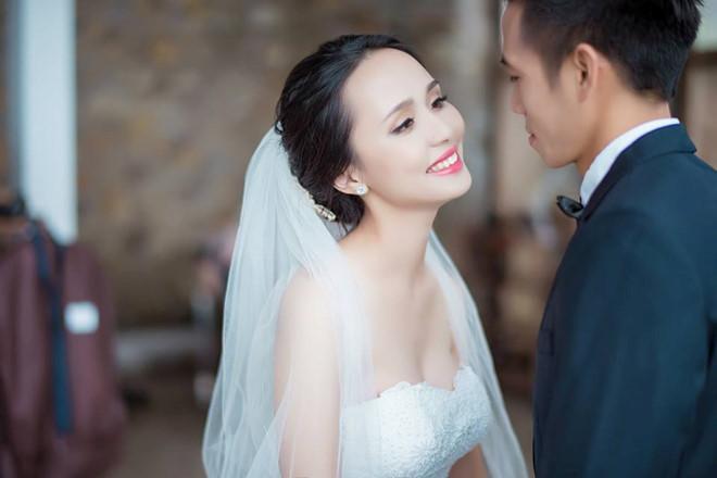 Vợ các cầu thủ Việt Nam tham dự AFF Cup: Ai xinh đẹp, tài năng hơn?-1