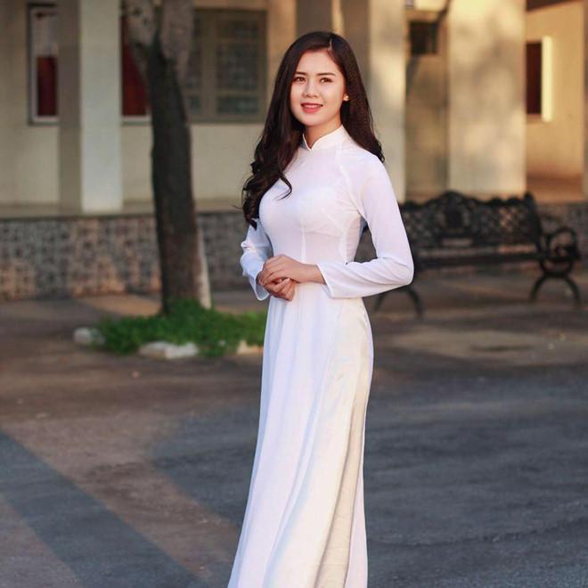 Vợ các cầu thủ Việt Nam tham dự AFF Cup: Ai xinh đẹp, tài năng hơn?-4