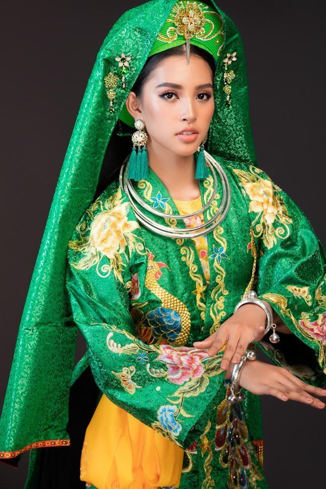 Hoa hậu Tiểu Vy lên đồng với bài múa Cô đôi thượng ngàn trong phần thi Dance of the World-3