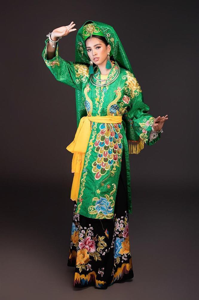 Hoa hậu Tiểu Vy lên đồng với bài múa Cô đôi thượng ngàn trong phần thi Dance of the World-6