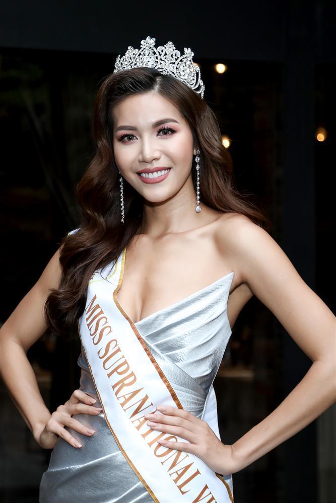 Lộ ảnh mặc quốc phục dự thi Miss Supranational 2018, Minh Tú bị chê già như bà ngoại đi tế Tổ-8