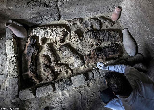 Phát hiện hàng chục xác ướp lạ trong ngôi mộ cổ 6.000 năm tuổi-1