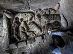 Ai Cập mở nắp quan tài chứa xác ướp người phụ nữ còn nguyên vẹn suốt 3.000 năm-6