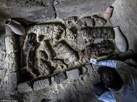 Phát hiện hàng chục 'xác ướp lạ' trong ngôi mộ cổ 6.000 năm tuổi
