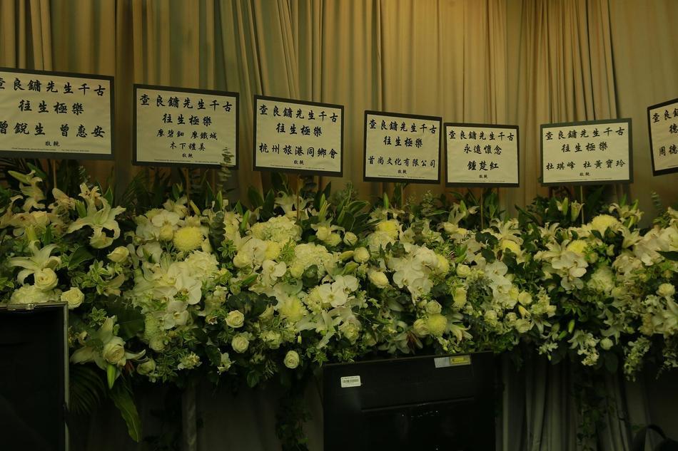 Hàng dài hoa tươi tràn ngập lễ tang vĩnh biệt minh chủ võ lâm Kim Dung-6
