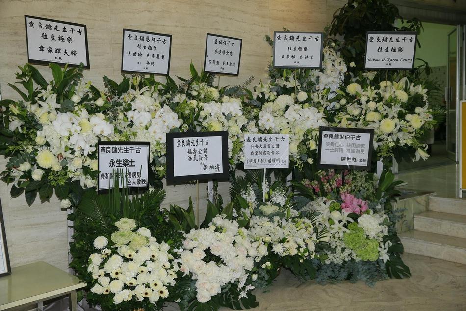 Hàng dài hoa tươi tràn ngập lễ tang vĩnh biệt minh chủ võ lâm Kim Dung-8