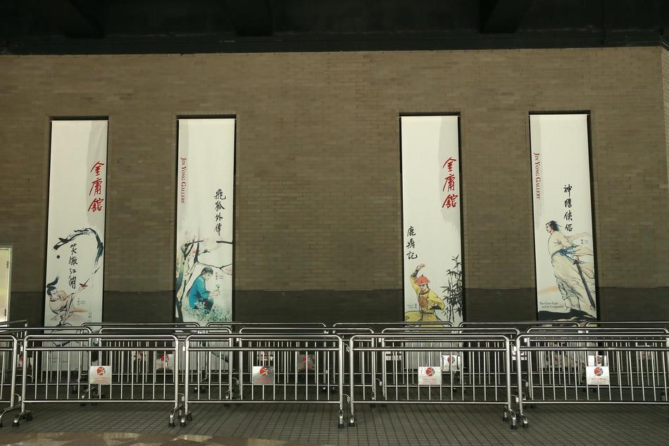 Hàng dài hoa tươi tràn ngập lễ tang vĩnh biệt minh chủ võ lâm Kim Dung-10