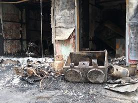 Hà Nội: Cháy cửa hàng, 3 mẹ con ôm nhau trèo qua mái nhà hàng xóm thoát nạn