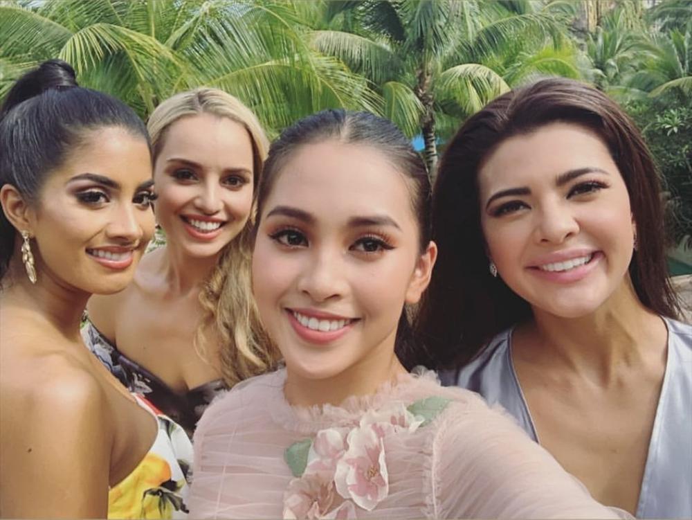 Liên tiếp diện đầm hồng phong thủy, Tiểu Vy được khen khôn ngoan khi chinh chiến Miss World 2018-4