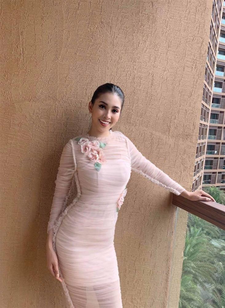 Liên tiếp diện đầm hồng phong thủy, Tiểu Vy được khen khôn ngoan khi chinh chiến Miss World 2018-1
