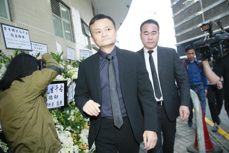Tỷ phú Jack Ma, Trần Kiều Ân cùng nhiều nghệ sĩ vội vã đến Hong Kong dự tang lễ Kim Dung-5