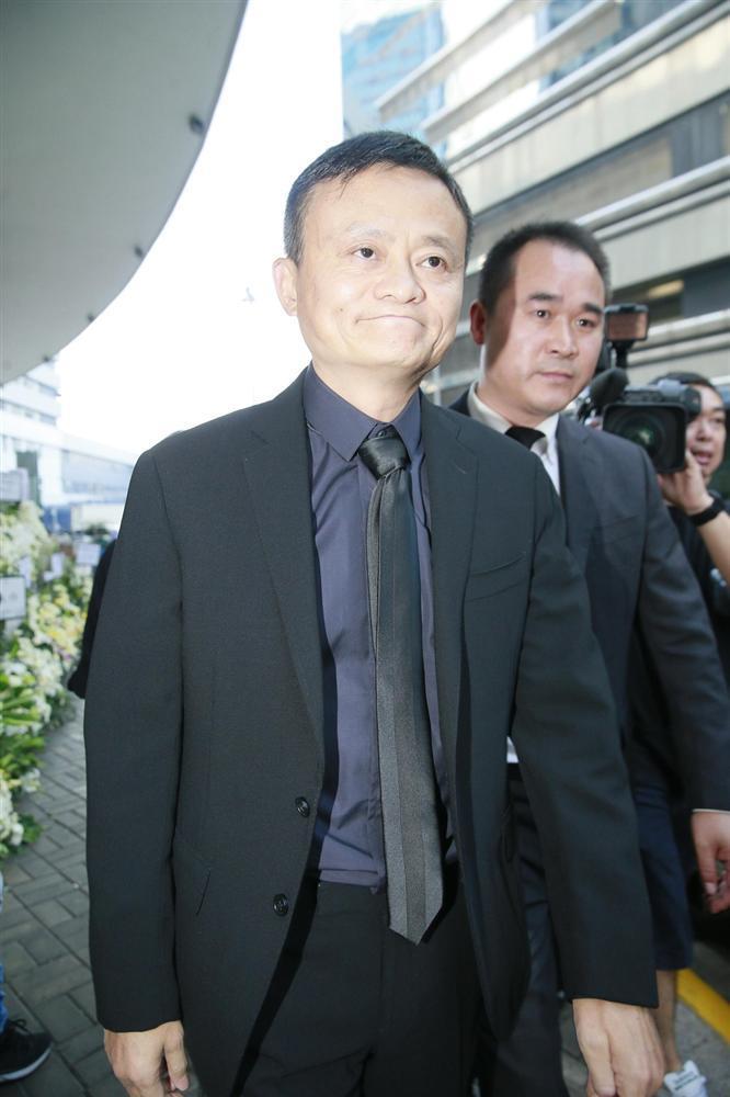 Tỷ phú Jack Ma, Trần Kiều Ân cùng nhiều nghệ sĩ vội vã đến Hong Kong dự tang lễ Kim Dung-6