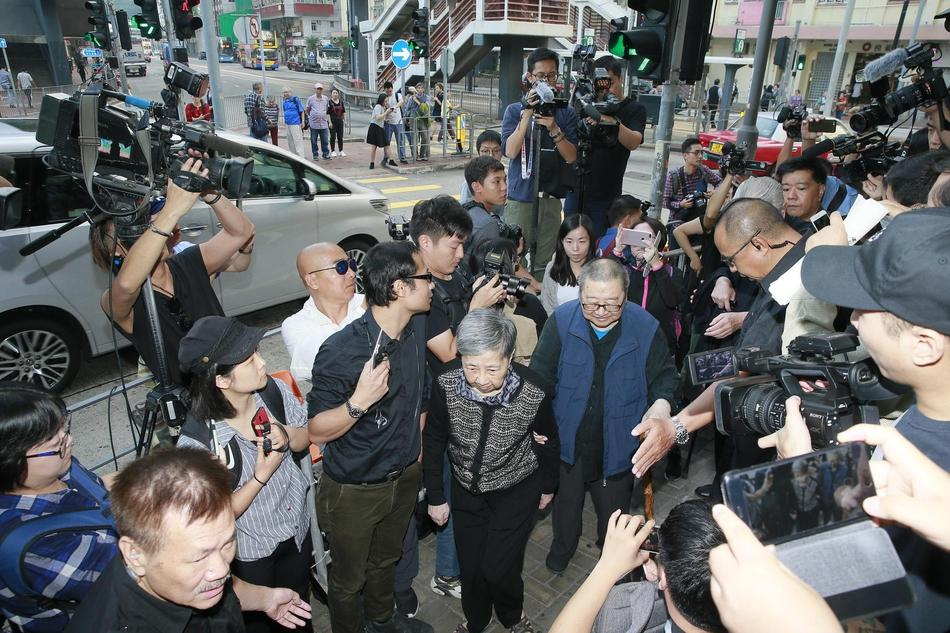 Tỷ phú Jack Ma, Trần Kiều Ân cùng nhiều nghệ sĩ vội vã đến Hong Kong dự tang lễ Kim Dung-8