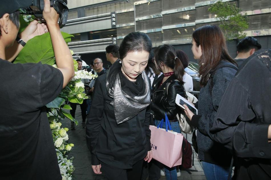 Tỷ phú Jack Ma, Trần Kiều Ân cùng nhiều nghệ sĩ vội vã đến Hong Kong dự tang lễ Kim Dung-13