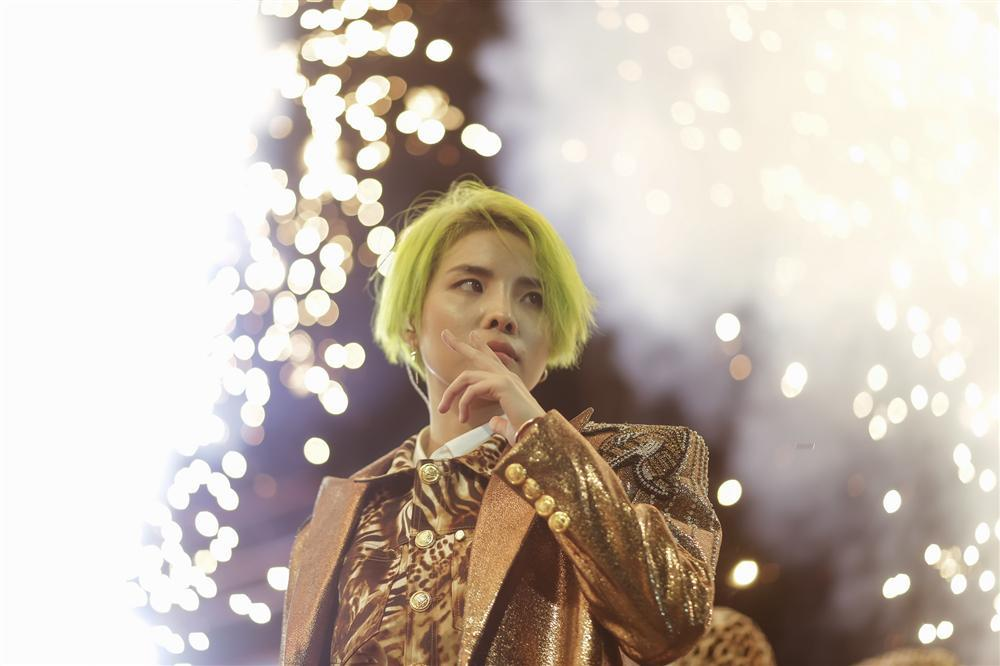 Quá bất ngờ, Vũ Cát Tường là ca sĩ Việt Nam đầu tiên có tour quảng bá album tại nước ngoài-3