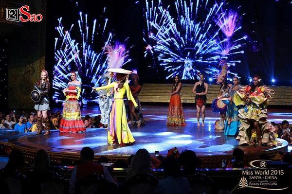 Loạt trang phục biểu diễn Dance of the World độc đáo của đại diện Việt Nam trên đấu trường nhan sắc thế giới-6