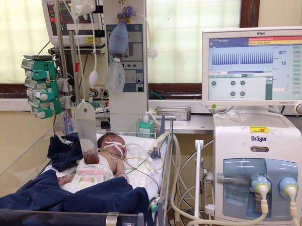 Vợ trở dạ tại nhà, chồng ra tay đỡ đẻ phát hiện cảnh tượng kinh hoàng khi bé chào đời-1
