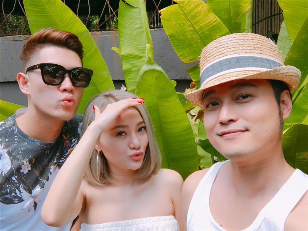 Em gái xinh đẹp của ca sĩ Quang Vinh lần đầu chia sẻ mối tình 9 năm bên ông xã là cơ trưởng điển trai-1
