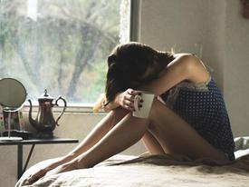Ốm đau nằm viện được mẹ người yêu lên thăm nhưng câu nói của bà khiến cô gái trẻ cảm thấy tủi nhục