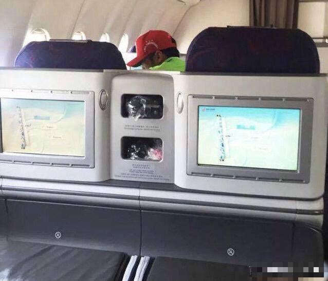 Vương Phi - Tạ Đình Phong liên tục bị bắt gặp tình tứ ở sân bay-3