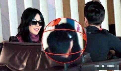 Vương Phi - Tạ Đình Phong liên tục bị bắt gặp tình tứ ở sân bay-7