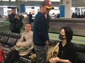 Vương Phi - Tạ Đình Phong liên tục bị bắt gặp tình tứ ở sân bay