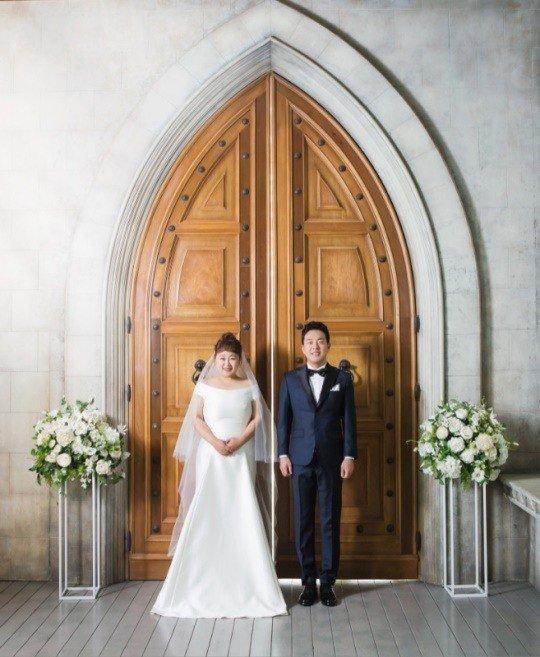 Nữ diễn viên hài tiết lộ ảnh cưới đáng yêu sau khi cấp tốc giảm 30kg để mặc váy cưới-1