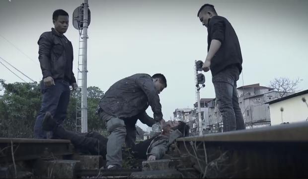 Lộ clip Cảnh gặp lại Quỳnh Búp Bê trong bộ dạng vừa què vừa hâm dở-1
