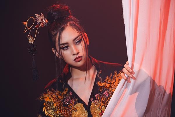 Thi tài năng tại Miss World 2018, Tiểu Vy bất ngờ khoe giọng hát với Lạc trôi của Sơn Tùng M-TP-5