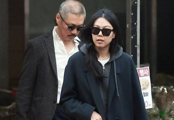 Sao nữ Hàn sống chung với đạo diễn U60 dù bị mẹ từ mặt-2