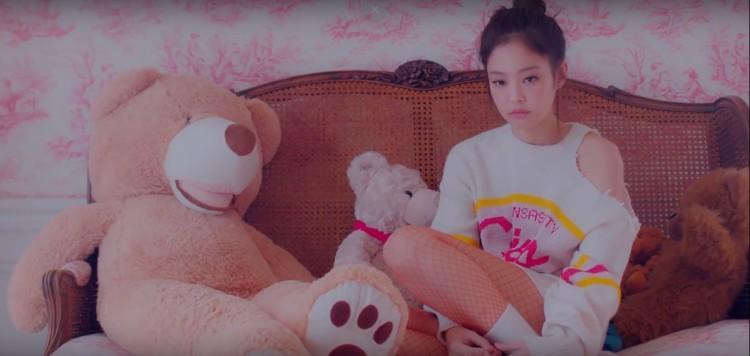 Đã mắt khi bóc giá đồ hiệu trong MV SOLO của Jennie (Black Pink)-14