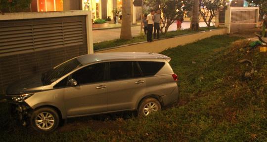 Ôtô tông hàng loạt xe máy, 1 người chết, nhiều người bị thương-2