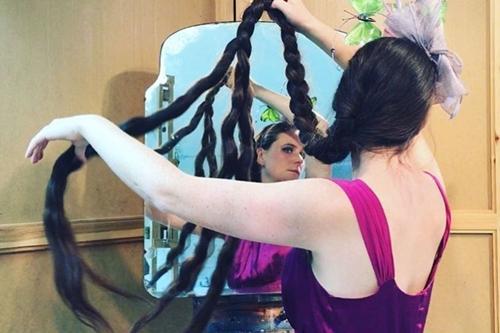 Người phụ nữ 20 năm không cắt tóc, gội đầu để trở thành công chúa tóc mây-2