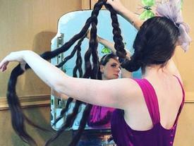 Người phụ nữ 20 năm không cắt tóc, gội đầu để trở thành 'công chúa tóc mây'