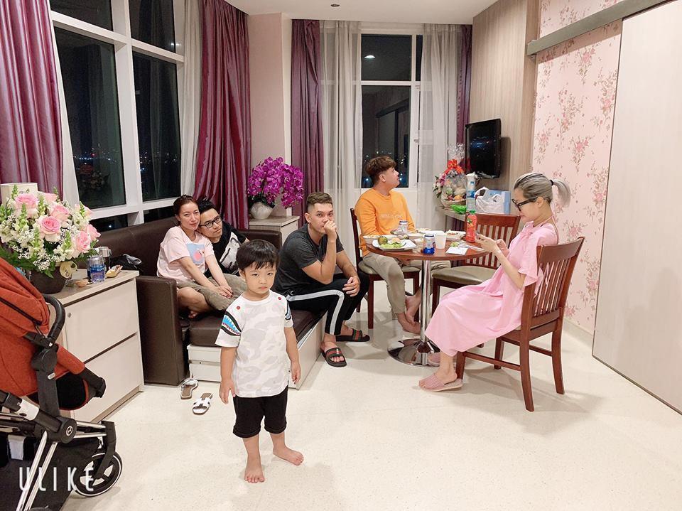 Chồng làm cơ trưởng thì đã sao? Em gái Quang Vinh còn khiến hội bỉm sữa xuýt xoa khi đẻ ở bệnh viện sang như khách sạn 5 sao-5