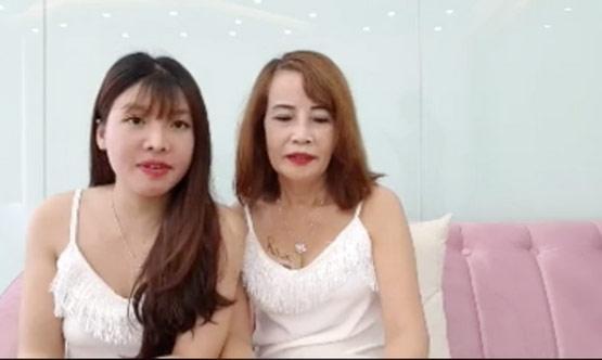 Livestream thay đến 4 bộ váy mát mẻ thể hiện độ chịu chơi, cô dâu 61 tuổi bị chỉ trích quá lố-2