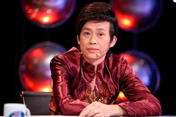 Giàu hiếm ai bằng nhưng Hoài Linh vẫn chỉ mặc áo thun bình dân-1