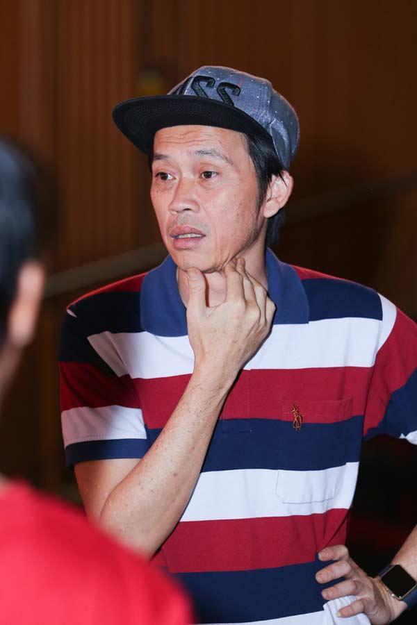 Giàu hiếm ai bằng nhưng Hoài Linh vẫn chỉ mặc áo thun bình dân-4