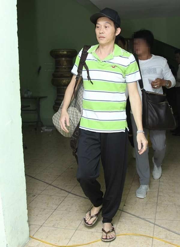 Giàu hiếm ai bằng nhưng Hoài Linh vẫn chỉ mặc áo thun bình dân-9