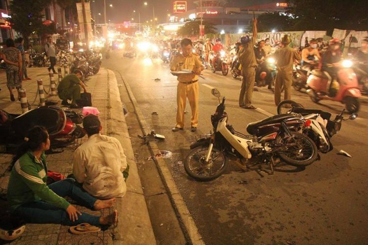 Lời khai tài xế lái ô tô điên tông liên hoàn 4 xe máy khiến 5 người thương vong ở Sài Gòn-2