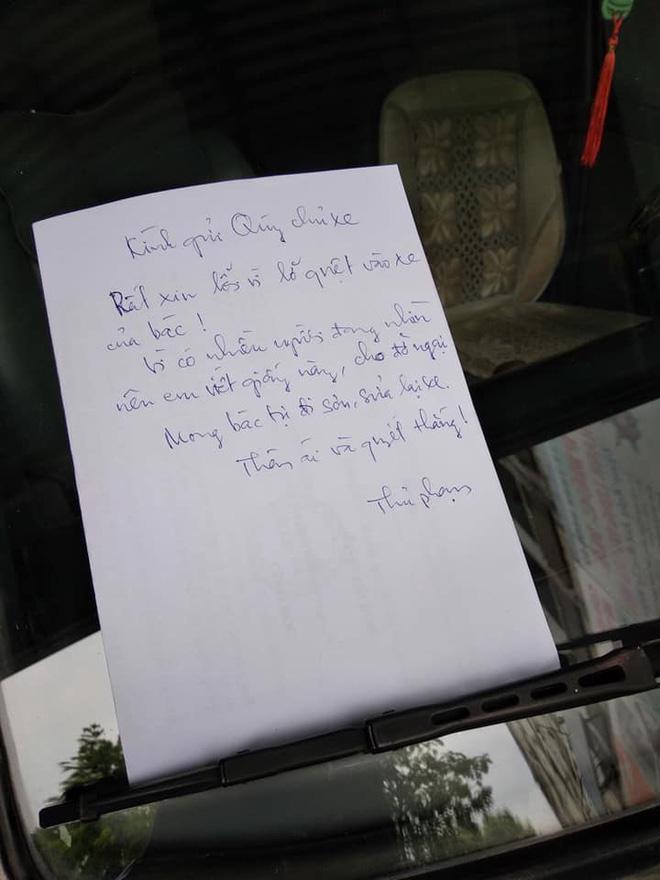 Quẹt xe ô tô người khác trầy xước, thủ phạm để lại mảnh giấy gây tranh cãi gay gắt-1