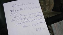 Quẹt xe ô tô người khác trầy xước, 'thủ phạm' để lại mảnh giấy gây tranh cãi gay gắt