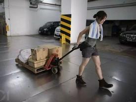 'Hotgirl bốc vác' Hong Kong: Đã làm nghề 10 năm, từ chối vào showbiz